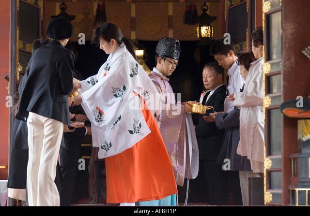 Asia, Japan, Tokyo, Asakusa Temple, marriage - Stock-Bilder