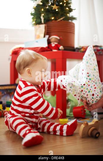 Baby opening christmas presents - Stock-Bilder