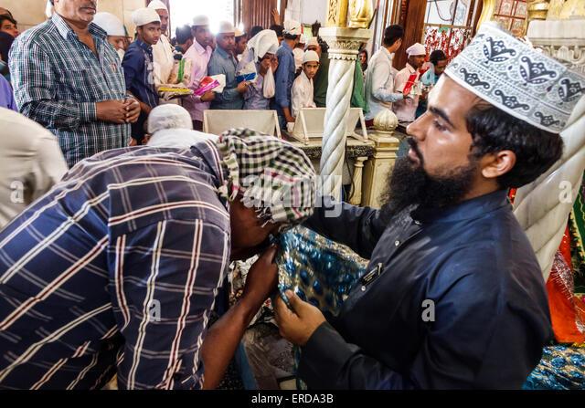 Mumbai India Asian Worli Haji Ali Dargah mosque Indo-Islamic Architecture Sayyed Peer Haji Ali Shah Bukhari tomb - Stock Image