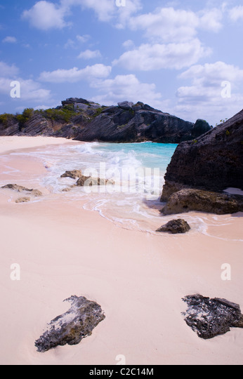 Pink sand beach and rocky outcroppings, South Coast, Warwick Parish, Bermuda. - Stock Image