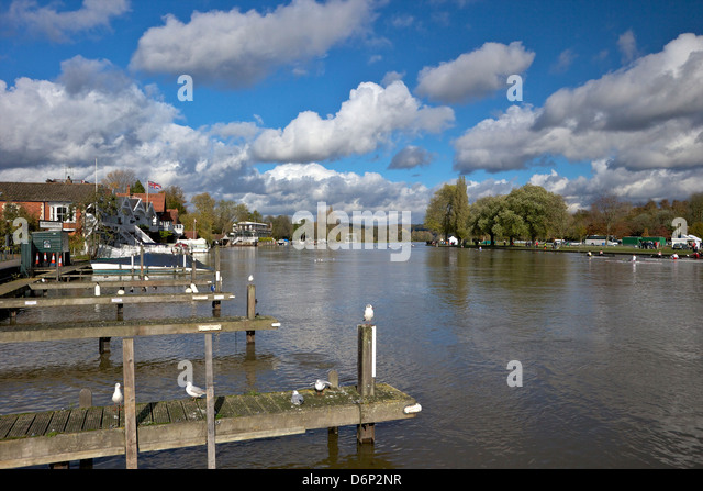 Riverside view in winter sunshine, Henley-on-Thames, Oxfordshire, England, United Kingdom, Europe - Stock Image