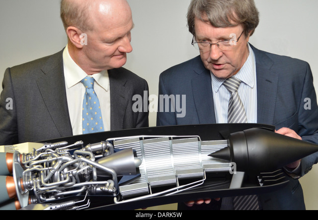 UK Government Science and Universities Minister David Willetts (L) with Alan Bond from Reaction Engines Ltd - Stock Image