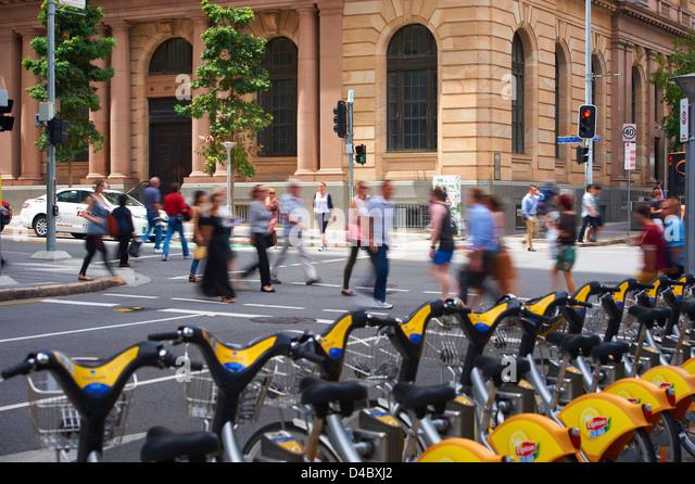 Brisbane city pedestrians & traffic - Stock Image