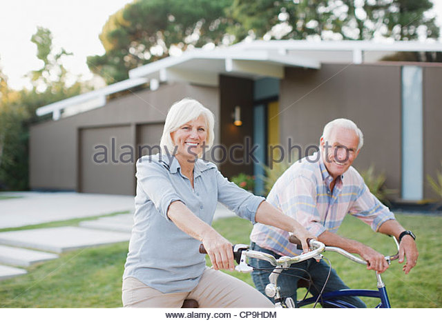 60-64 years,65-69 years,active seniors,aging,bicycle,bike riding,bonding,california,casual clothing,caucasian,color - Stock Image