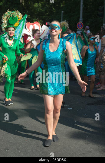 Participants at the Karneval der Kulturen (Carnival of Cultures), one of the main urban festivals in Berlin - Stock-Bilder