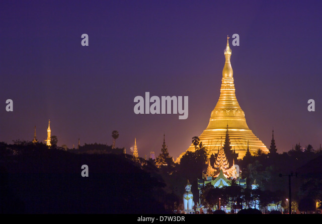 Golden stupa before sunrise, Shwedagon Pagoda, Rangoon (Yangon), Burma (Myanmar) - Stock-Bilder
