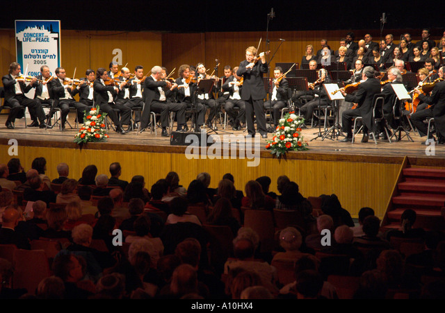 Israel Jerusalem concert for Life and Peace 2005 Violonist Shlomo Mintz playing solist with Bologna orhestra - Stock Image
