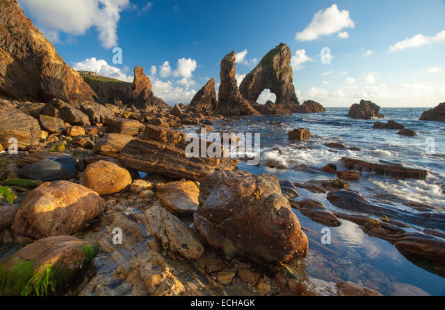 Evening light on the rock formations of Crohy Head, County Donegal, Ireland. - Stock-Bilder
