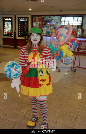 Managua Nicaragua Avenida Simon Bolivar Plaza Inter shopping mall mascot teen girl job clown costume balloons marketing - Stock Image