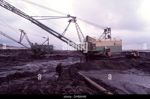 Huge shovels, Extractors, inside the Palmnicken open pit amber mine on the Baltic Sea near Yantarny, Russia. - Stock Image