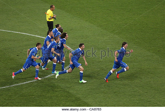 24/06/2012 Kiev. Euro 2012 Football. England v Italy. The Italian team celebrate victory. Photo: Mark Leech. - Stock-Bilder
