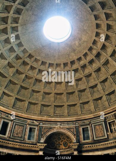 Beam of light from the oculus in the dome of the Pantheon, Rome, Italy - Stock-Bilder