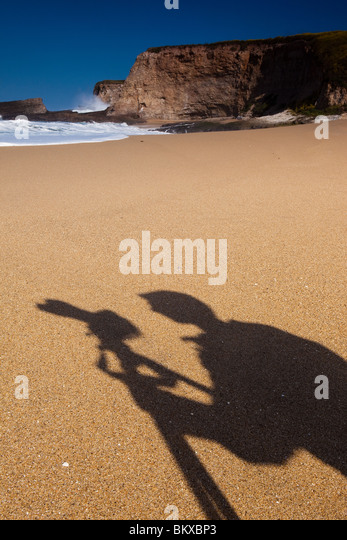 The shadow of a photographer at Panther beach in California, USA - Stock-Bilder
