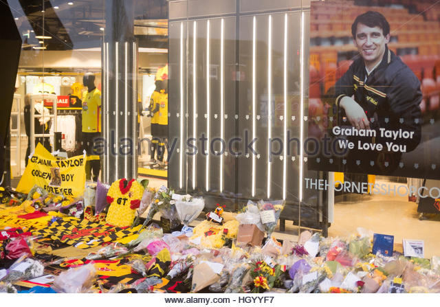 Watford, Hertfordshire, UK. 14th Jan, 2017. Watford Fans pay tribute to Graham Taylor at Vicarage Road by laying - Stock-Bilder