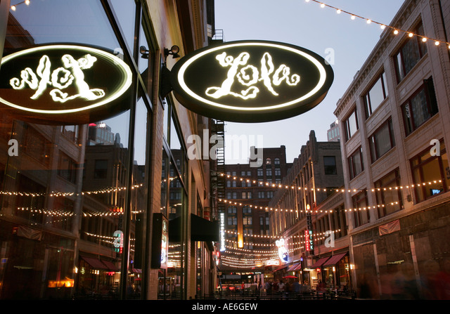 Cleveland Ohio East 4th Fourth Street Lola Restaurant pedestrian way dining entertainment nightlife - Stock Image