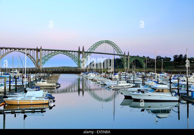 Boats moored in Port of Newport Marina and Yaquina Bay Bridge, Newport, Oregon USA - Stock-Bilder