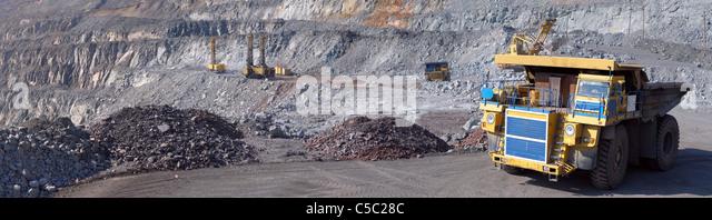 Panorama of an open-cast mine extracting iron ore - Stock-Bilder
