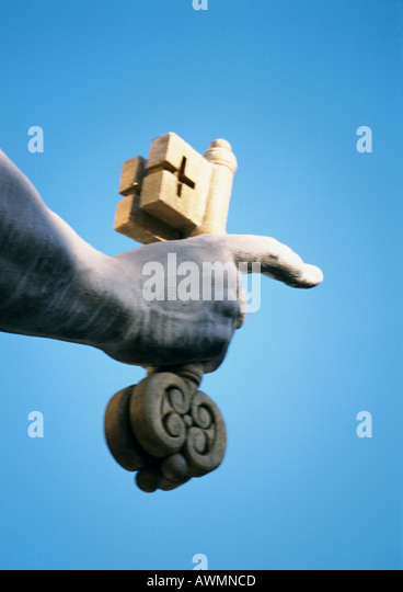 Statue of St. Peter, hand holding key, close-up - Stock-Bilder