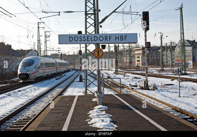 German Railways Intercity Express (ICE) Dusseldorf HBF (main railway station), Germany. - Stock-Bilder