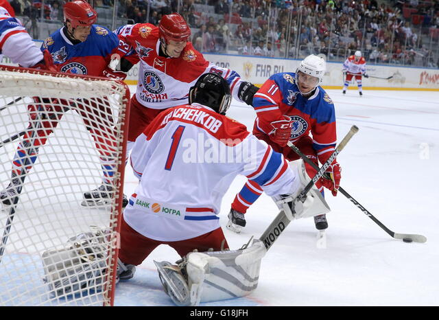 Sochi, Russia. 10th May, 2016. Russia's President Vladimir Putin (R background) in action in a Night Hockey - Stock Image