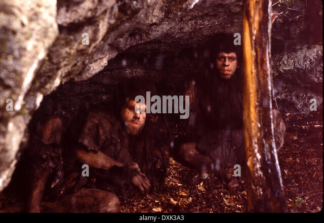 QUEST FOR FIRE (CAN/FR/US 1981) RON PERLMAN, NAMEER EL-KADI - Stock Image