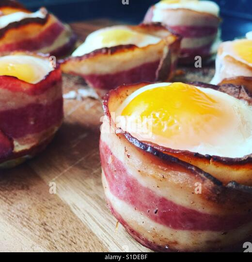 Bacon and egg cup breakfast - Stock-Bilder
