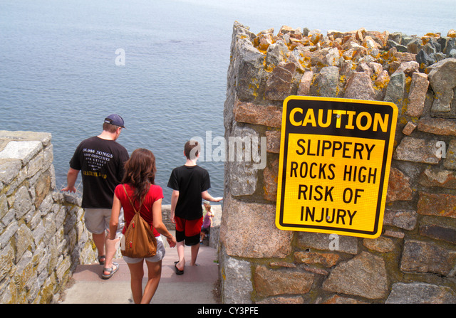 Rhode Island Newport Easton Bay Cliff Walk steps sign caution slippery rocks risk of injury - Stock Image