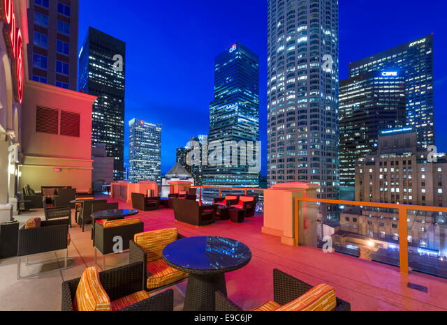 Los Angeles, California, USA. The downtown city skyline at night from the rooftop terrace of the Hilton Checkers - Stock Image