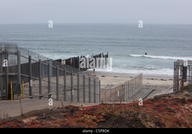 u s mexico border fence The department of homeland security's call for proposals for a wall to be built  along the mexico–us border elicited hundreds of designs.