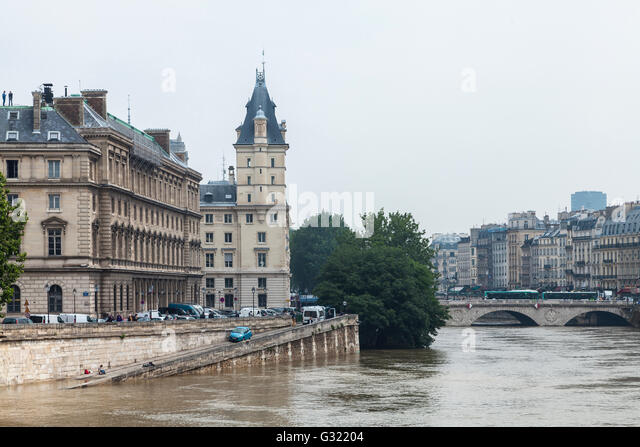 Paris, France. 06th June, 2016. Flood decrease, decrue de la Seine, île de la cité, Paris, 06/06/2016 - Stock Image