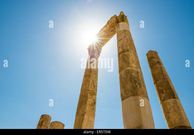 Temple of Hercules in sunlight, Amman, Jordan, Middle East - Stock Image