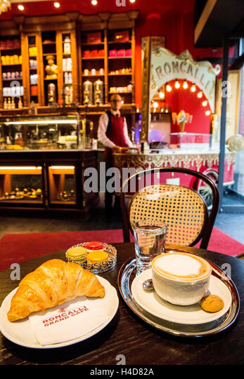 cappuccino grand cafe stock photos cappuccino grand cafe stock images alamy. Black Bedroom Furniture Sets. Home Design Ideas