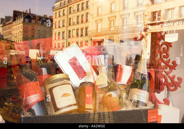 Paris France Place de la Madeleine Hediard gourmet shop  window delicatessen - Stock Image