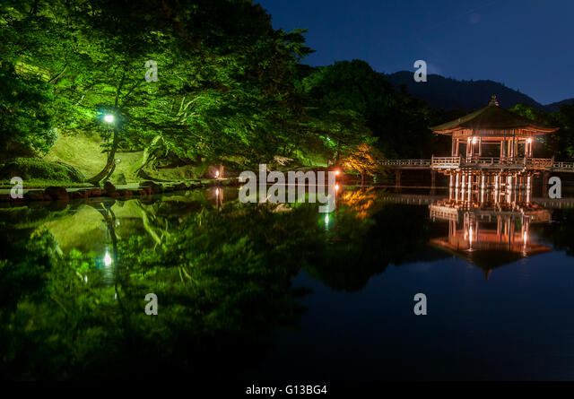 Ukimido Pavilion and the reflections in the pond, Nara, Japan - Stock Image