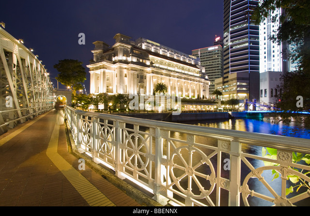 Cavenagh bridge Fullerton Hotel Skyline of Singapore  South East Asia twilight - Stock Image