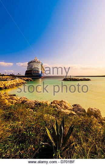 Disney Dream cruise ship docked at Castaway Cay (Disney's private island), The Bahamas - Stock Image