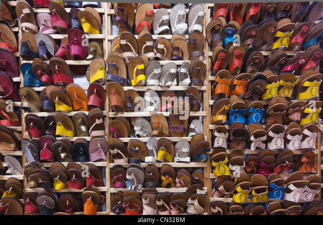 Hand made footwear made of Moroccan leather, Fes Medina, Fes, Morocco - Stock Image