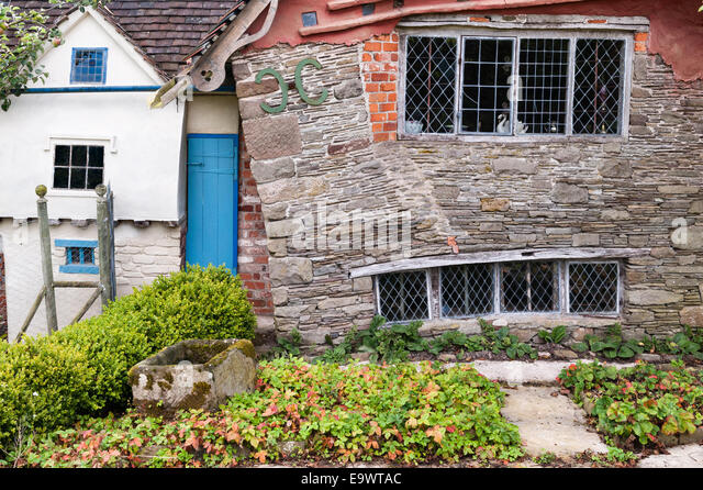 A crazy crooked cottage, Herefordshire, UK - Stock Image
