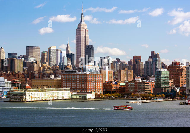 Empire State Building and Midtown Manhattan across the Hudson River, New York, United States of America - Stock Image