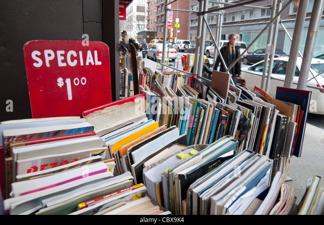 Used books sale in Strand bookstore, Manhattan, New York City - Stock Image