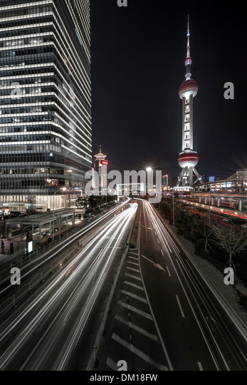 Traffic at night, Lujiazui, Pudong, Shanghai, China - Stock Image