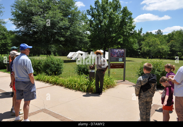A Park Ranger giving a tour of Cowpens National Battleground. - Stock Image