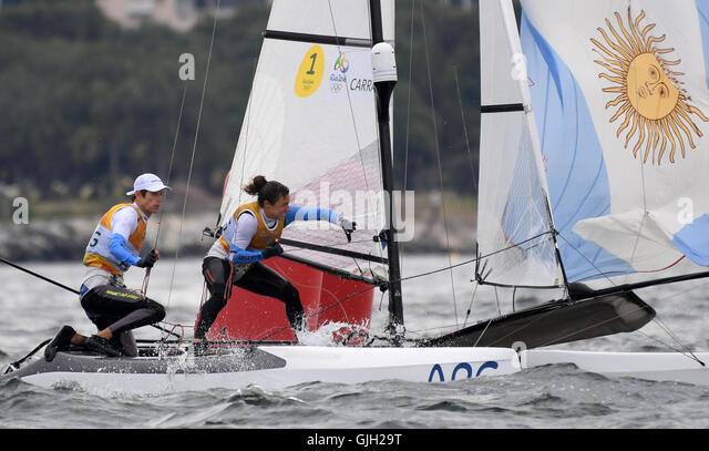 Rio De Janeiro, Brazil. 16th Aug, 2016. Santiago Lange (L) and Cecilia Carranza Saroli of Argentina celebrate after - Stock-Bilder