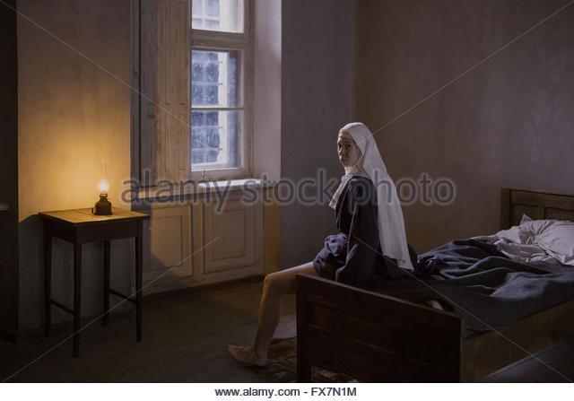 Pregnant nun stock photos pregnant nun stock images alamy - Lit rabattable au mur ...