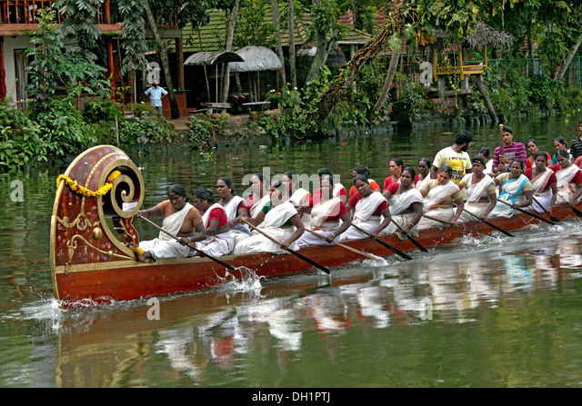 women rowing boat racing Punnamada Lake Alleppey Kerala India - Stock Image