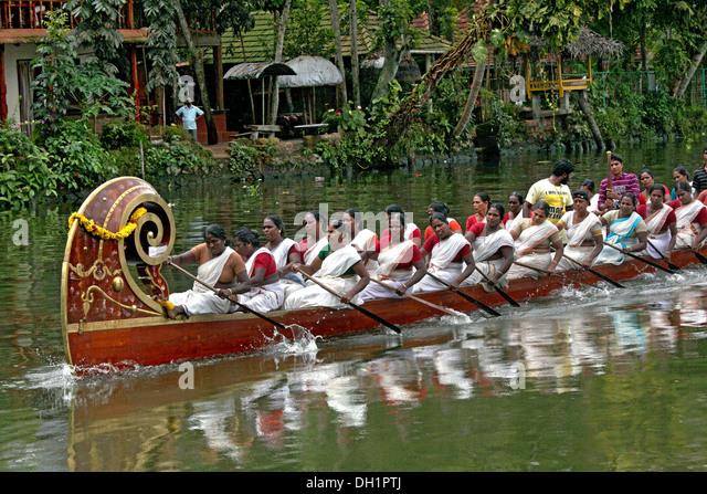 women rowing boat racing Punnamada Lake Alleppey Kerala India - Stock Image