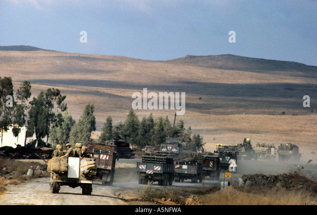 ISRAELI ARMY MOVE UP ONTO THE GOLAN HEIGHTS DURING THE YOM KIPPUR WAR OF 1973 PHOTO TERRY FINCHER - Stock Image