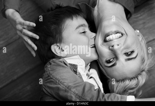 Pretty shoot of cute boy kissing his mother - Stock-Bilder