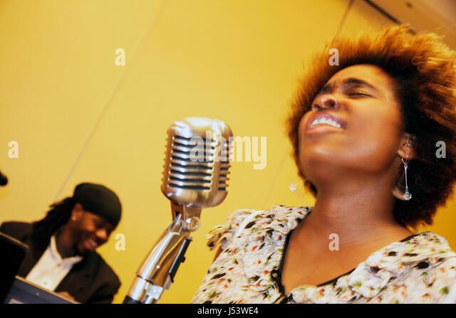 Little Rock Arkansas The Peabody Little Rock hotel reception singer performer Black woman soulful feeling eyes closed - Stock Image