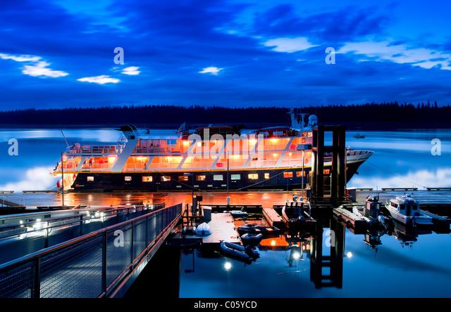 'Gustavus boat dock at the Glacier Bay Park and Preserve' - Stock Image